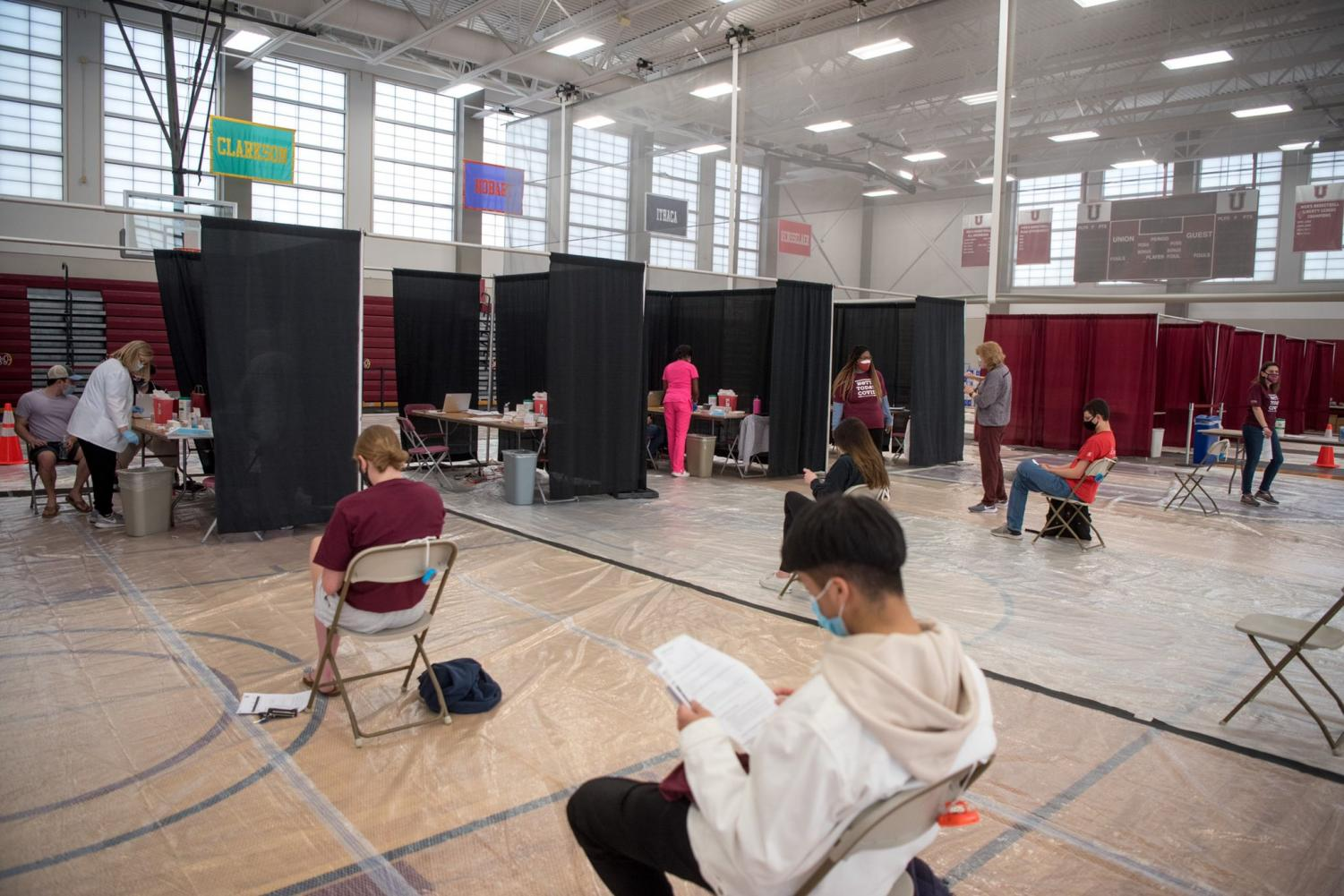 Students during the vaccination process at the Viniar Athletic Center. Courtesy of the Union College official Twitter account.