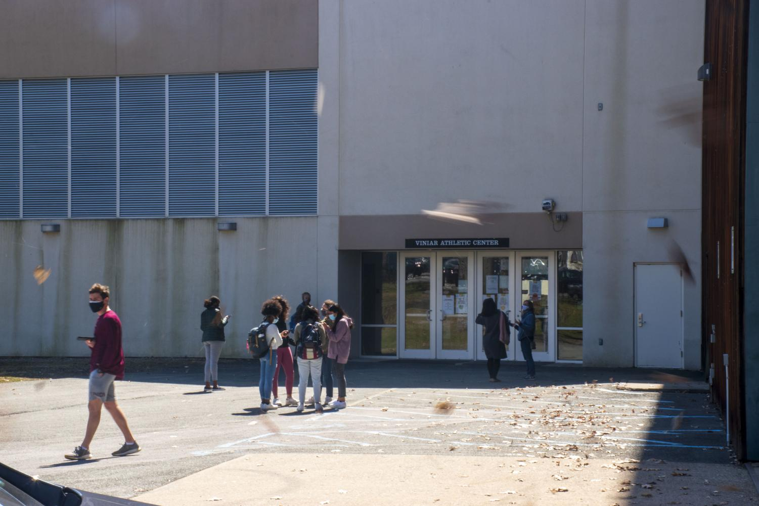 Union Students waiting outside the Viniar Athletic Center for weekly COVID-19 testing.  Trey Everett | Concordiensis